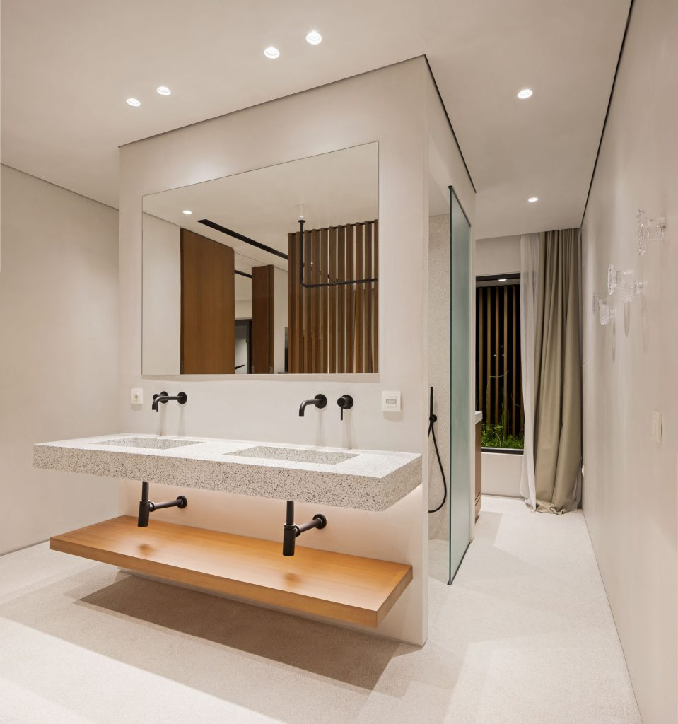 Suites Double sink with open shower